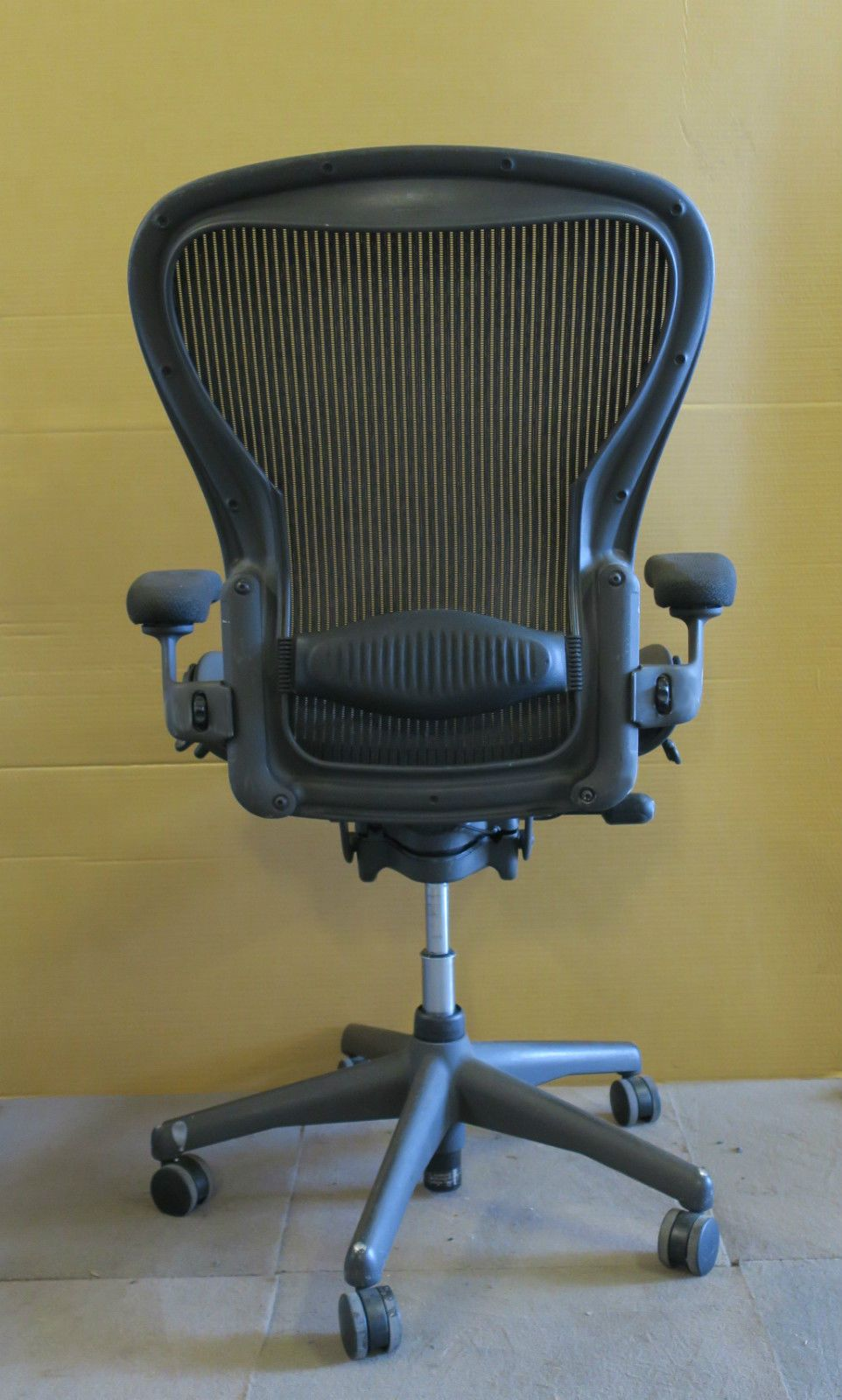aeron chair used knoll barcelona replacement cushions herman miller large c size graphite office swivel tilting au123apc